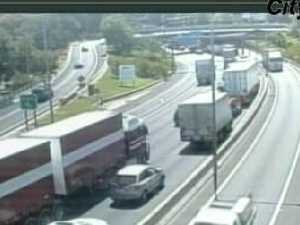 Truck smash closes part of Domain Tunnel
