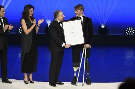 Monger receiving the FIA President's Award for