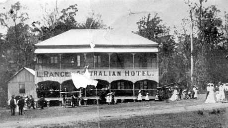 The Australian Hotel in Yandina, ca 1903, was built by John Gustave Sommer in 1888-1889 at the intersection of Fleming and Farrell streets. Following the completion of the North Coast Railway line to Yandina in 1891, the hotel was relocated to its present site opposite the railway station. It was later renamed the Yandina Hotel.
