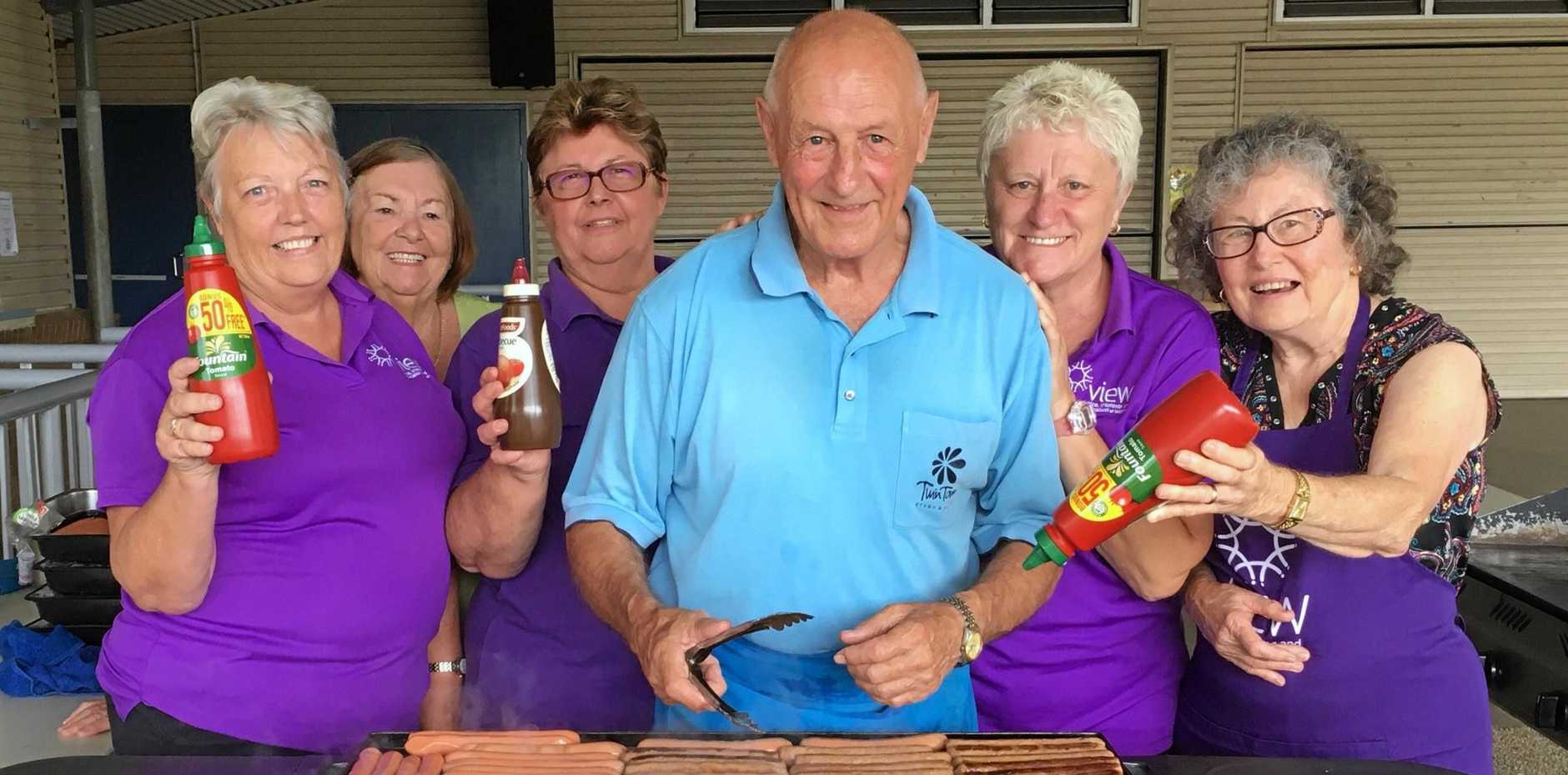 SAUSAGE SIZZLERS: Twin Towns Evening VIEW ladies Jill, Dot, Trudy, Rosie, Fay and (centre) Twin Towns Services Club board member, Ross O'Leary.
