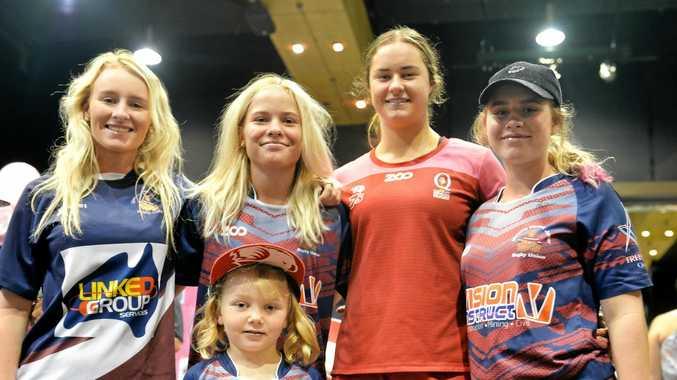 Sophie Jackson (front), and Rosie Blackhurst, Lara Burnett and Ruby Blackhurst meet Grace Kaihau (second from right).