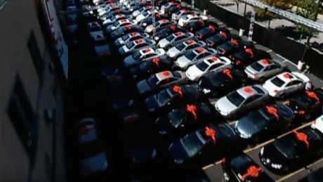 Oprah made the producers change the bows on all 276 cars.