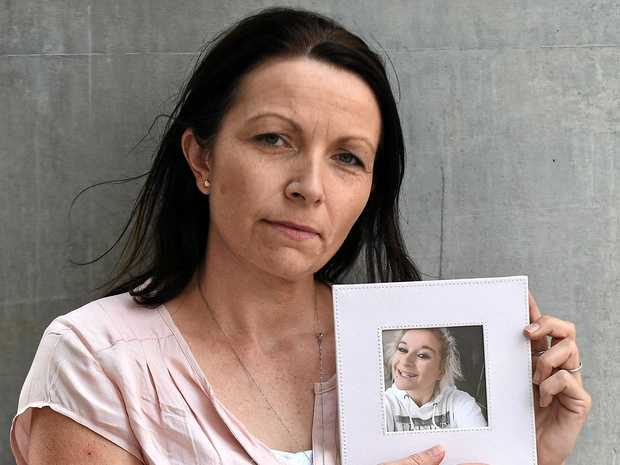Kirsty Henry with a picture of her daughter Jada Norford, who died after a fatigued driver crashed.