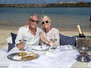 Romantics celebrate love with Valentines Day picnic