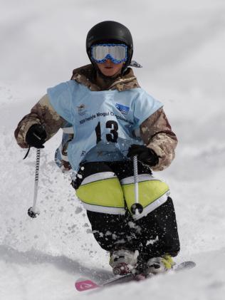Matt Graham skiing the mogul on Toppa's Dream at Perisher Blue in 2007. Picture: Steve Cuff.
