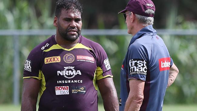 Thaiday talks with coach Wayne Bennett at training. (Peter Wallis)