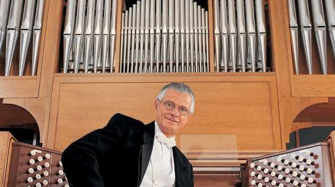 International organist, Hector Olivera will visit Casino.