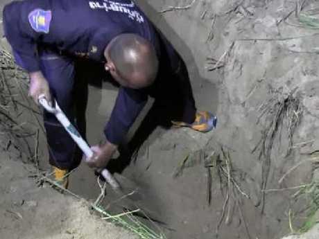 Thai police dig for Wayne Schneider's body.