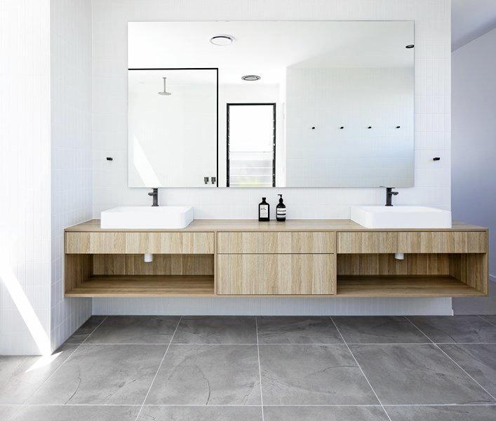 The luxury bathroom.