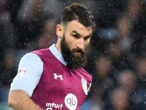 Jedinak's Villa closes in on Premier League return