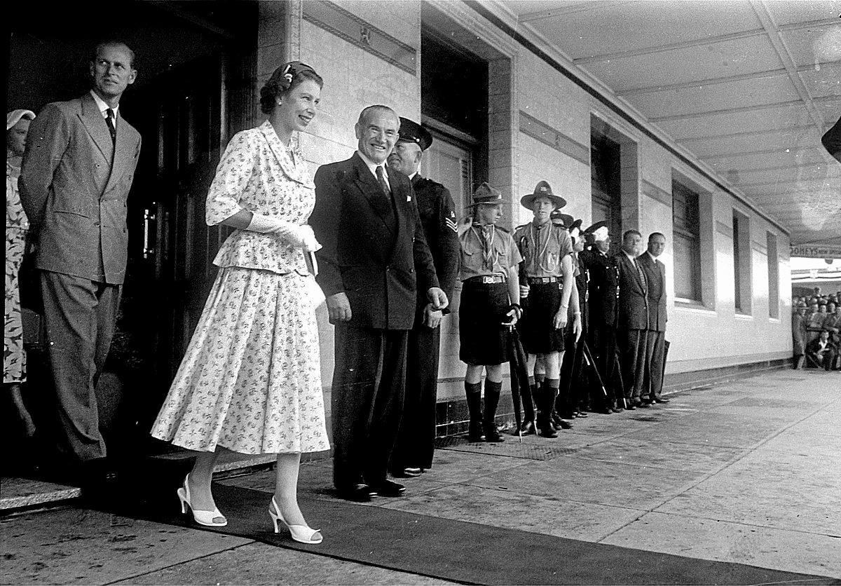 Queen Elizabeth outside the Gollan Hotel in Keen Street, in 1954.