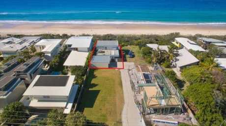 It comes with exquisite sea, sand, headland and coastal views with direct beach access.
