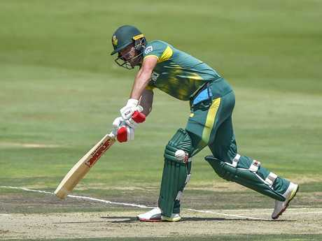 South African batsman AB de Villiers is sidelined with a knee injury.