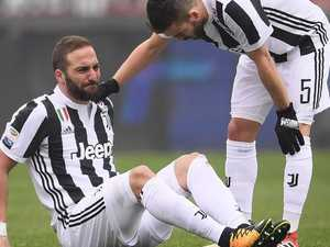 Higuain injury blow risks Juve's UCL, Serie A hopes