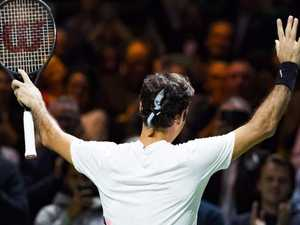 Federer seals surge back to No.1 with authority