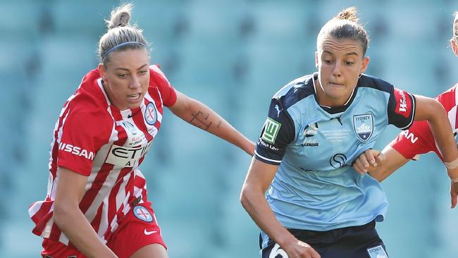 Chloe Logarzo of Sydney FC is challenged by Alanna Kennedy (L)