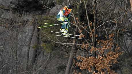 Sami Kennedy-Sim flies high in the women's ski cross qualifiers.