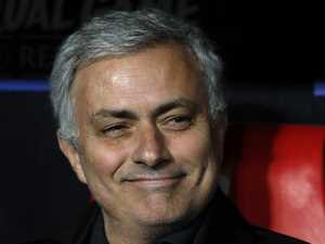 Fed up Jose trolls Keane, Scholes to defend tactics