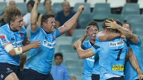 The Waratahs celebrate a try by Michael Hooper (No.7)