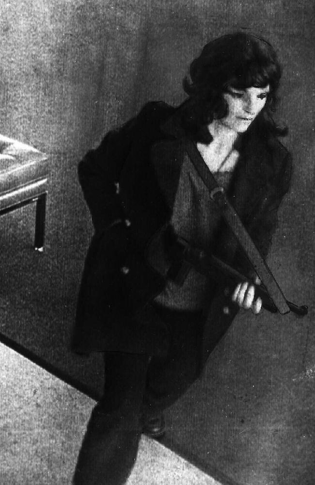 This picture of Hearst toting a gun during a bank robbery shocked the world. Picture: Supplied