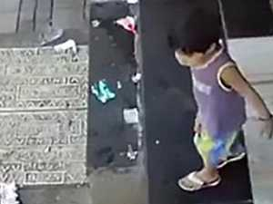 Kidnapper snatches toddler in seconds: Watch the video
