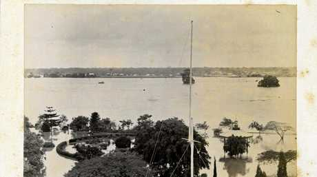 Overlooking Queens Park rotunda from the Post Office clock tower looking over the Mary River to Granville during the 1893 floods.
