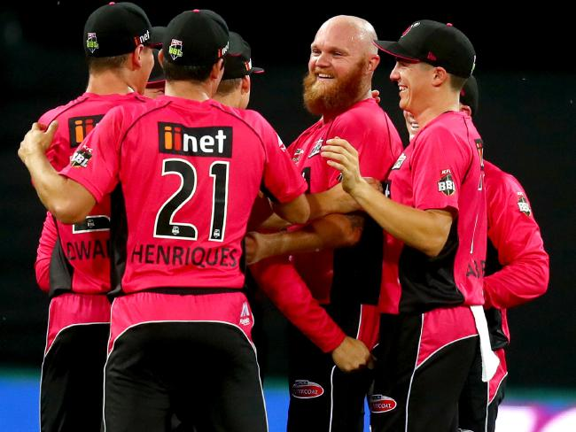 Doug Bollinger (C) in action for his BBL team the Sydney Sixers.