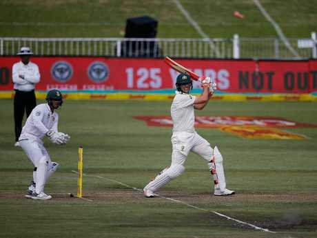 Quinton de Kock behind the stumps.