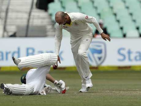 Nathan Lyon drops the ball near AB de Villiers