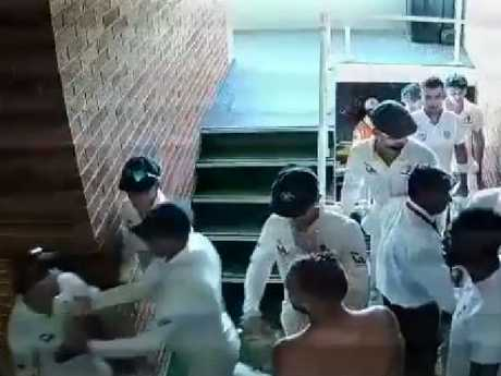 Australian spinner Nathan Lyon fined over De Villiers incident