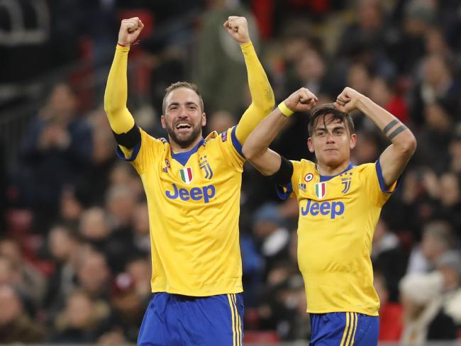 Juventus' Paulo Dybala, right, celebrates with his teammate Gonzalo Higuain
