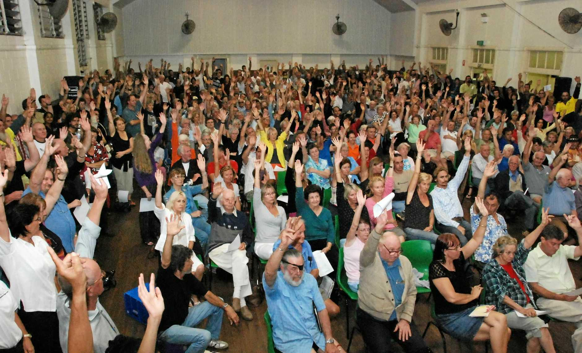 Mossman Shire Hall was a full house as Douglas residents turned out to show overwhelming approval for seeking de-amalgamation from Cairns Regional Council.