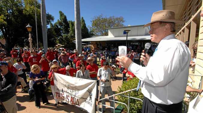 Queensland Premier Peter Beattie confronts protesters against council amalgamation outside the shire council in Barcaldine.