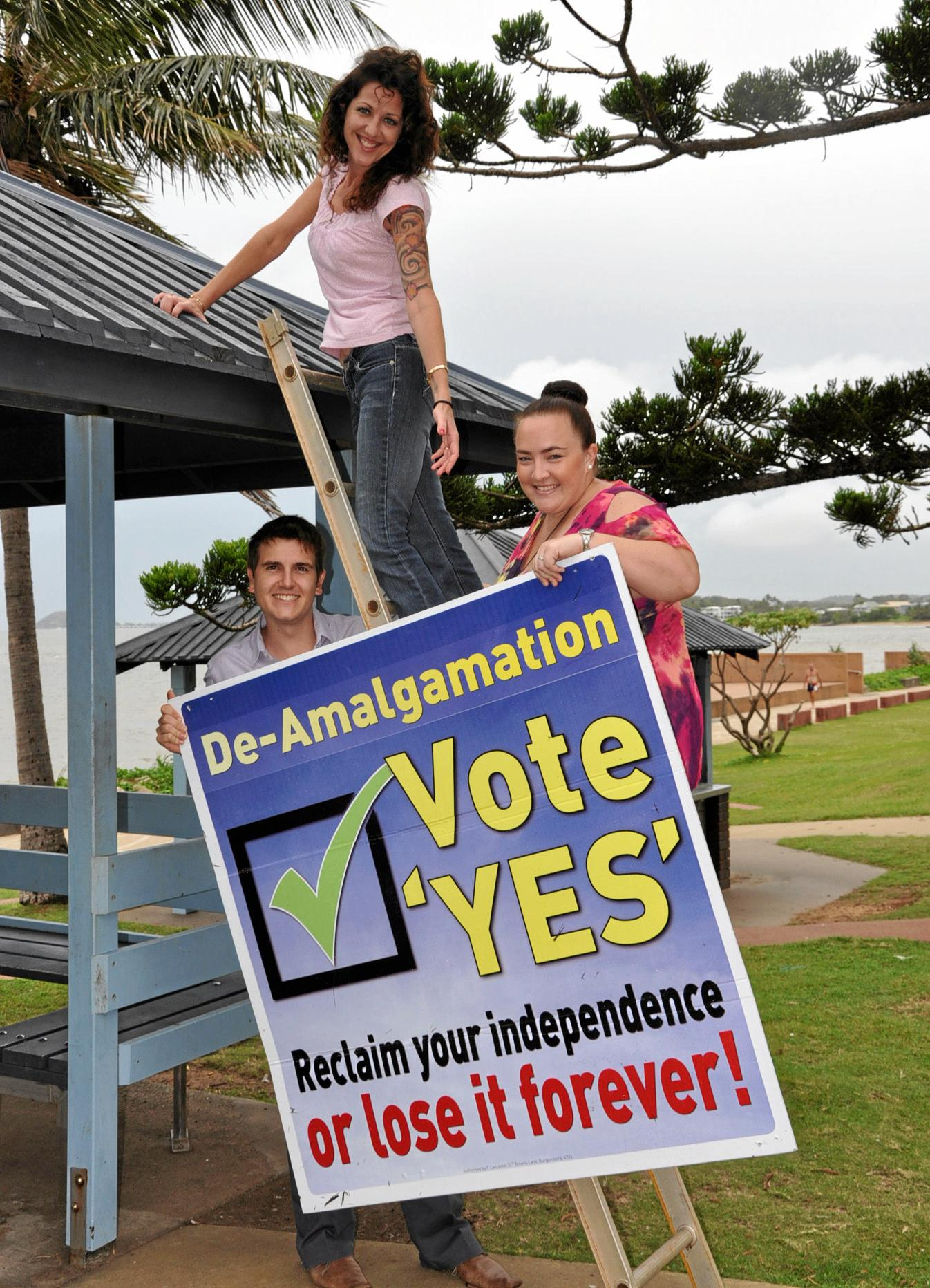 Nigel Hutton, Rebecca Thulin and Inga Alexander supporting a yes vote for de-amalgamation. Photo Contributed