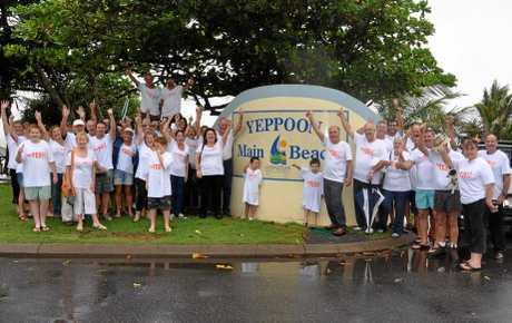 Over 50 volunteers flocked to Yeppoon beachfront to support Livingstone's de-amalgamation.
