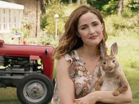 Bea (Rose Byrne) and Peter (voiced by James Corden) in a scene from Peter Rabbit.