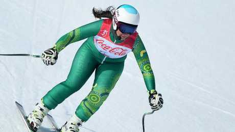 Melissa Perrine flies down the slopes in PyeongChang.