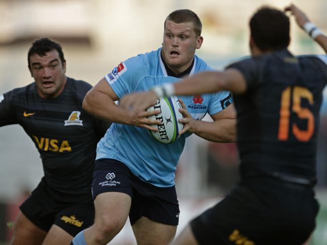 Waratahs prop Tom Robertson hits the ball up.
