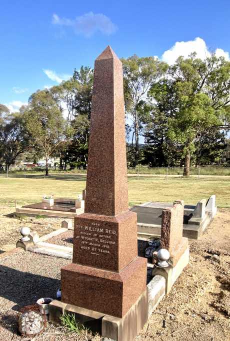 A gravestone memorial to Private William Reid in Wallangarra.