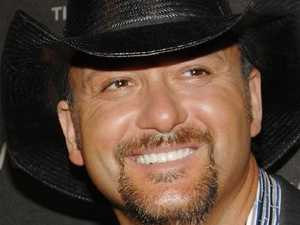 Country music star collapses onstage