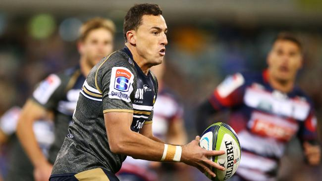 The Brumbies have received a boost with Wallaby-in-waiting Tom Banks re-signing with the club.