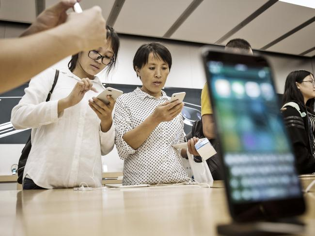 Customers look at the Apple Inc. iPhone 7 and iPhone 7 Plus at an Apple Store in China. Picture: Qilai Shen/Bloomberg via Getty Images