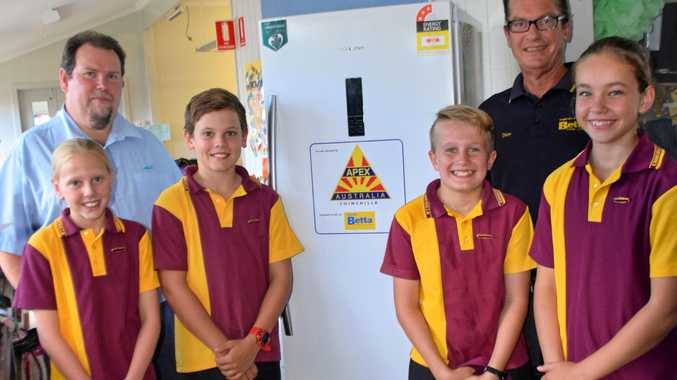 Apex treasurer Gavin Laracy with school leaders Alice Iverson, Nathan Rollings, Archie Hart, Nikita Wilson and Betta Electrical representative Dion Wessling.