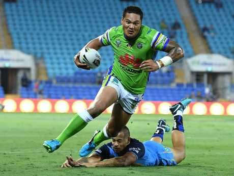Joey Leilua breaks a tackle to score against the Titans.