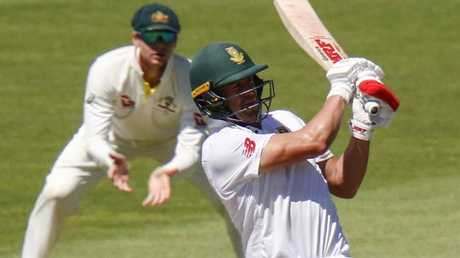 AB de Villiers took the attack to the Aussies in Port Elizabeth.