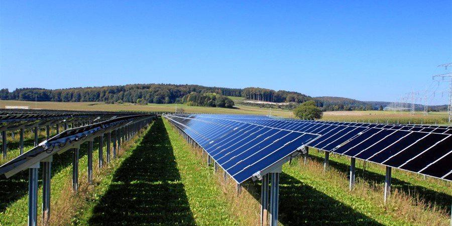 A solar farm similar to what Yarranlea Solar Farm will look like.