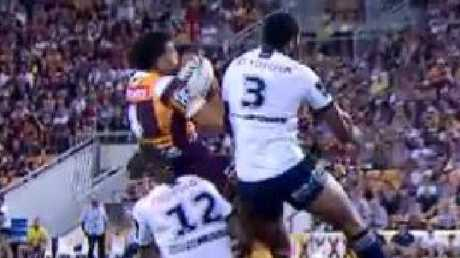 Broncos centre Jordan Kahu reels in the ball after a short dropout.