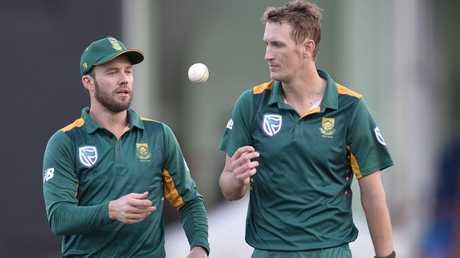 AB de Villiers speaks to Chris Morris during a ODI.