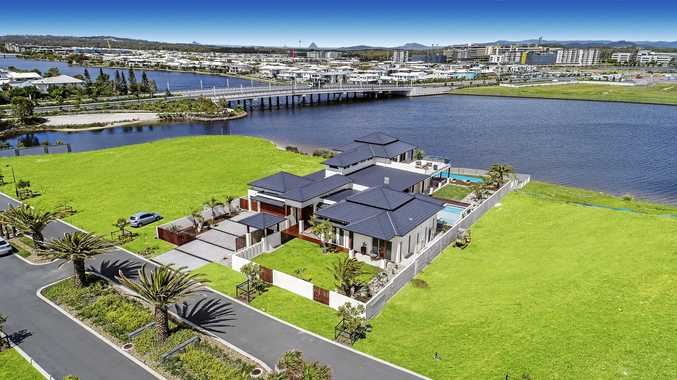 A picturesque success story. 5 Entrance Island, Bokarina.