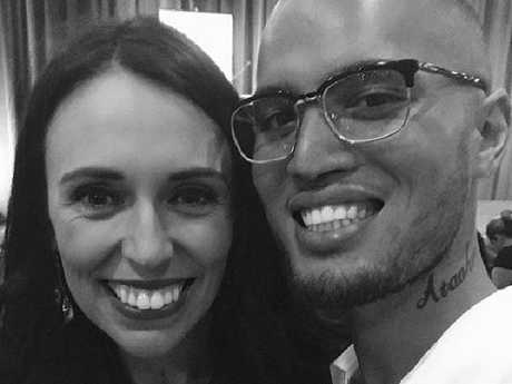 Stan Walker was barely recognisable to fans in this shot with the Kiwi PM.